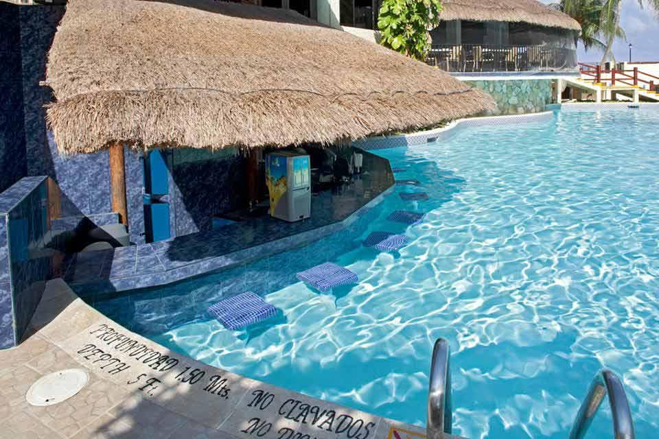 pool_bar_Emporio_Hotel_Cancun