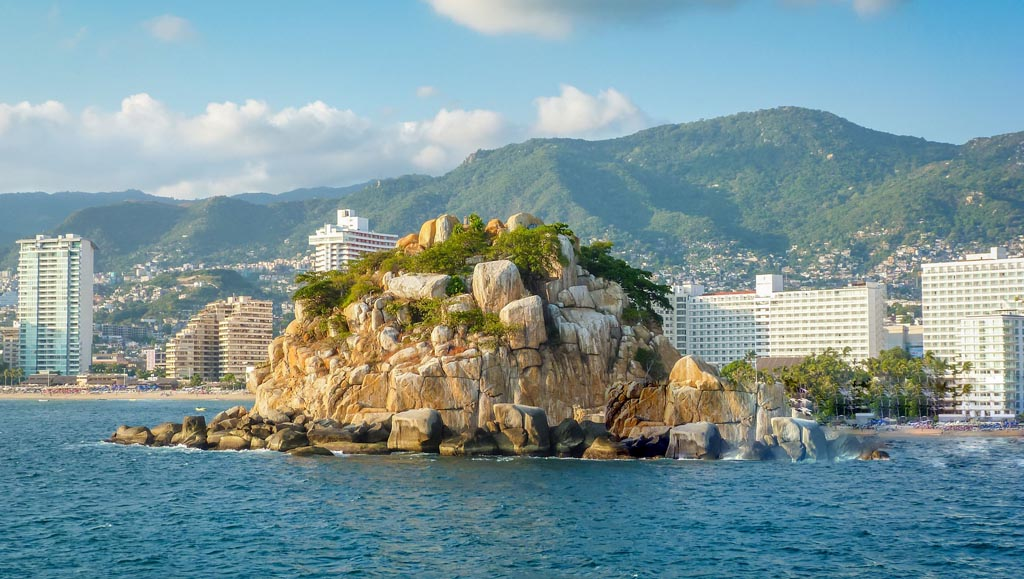 Acapulco_destination_you_must_visit_Emporio_Hotel_Acapulco